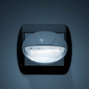 Nočna lučka Phenom LED s senzorjem svetlobe in stikalom