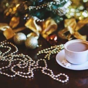 Božični dekor za na mizo perlice - srebrna / zlata barva - 3 m