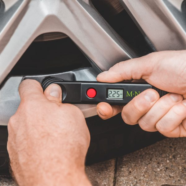 Digitalni merilnik tlaka v pnevmatikah