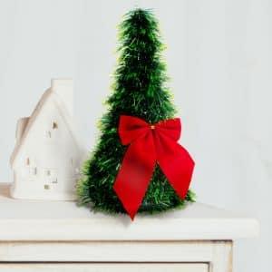 Namizna božična jelka - zelena - 2 rdeča trakova - 26 cm