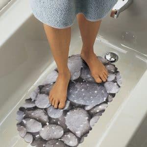 Protizdrsna kopalniška preproga velikosti 66 x 35 cm - siv, skalnat vzorec