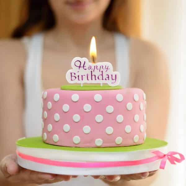 """Svečka """"Happy Birthday"""" - bela - vijolična barva"""