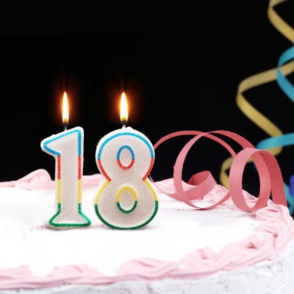 Svečka za na torto 7cm številka osem