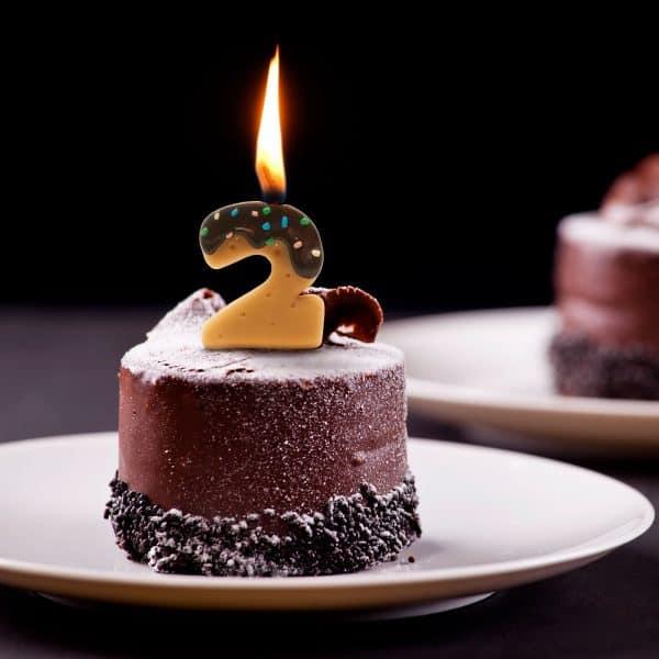 Svečka za na torto v obliki številke 2