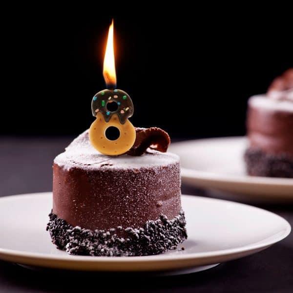 Svečka za na torto v obliki številke 8