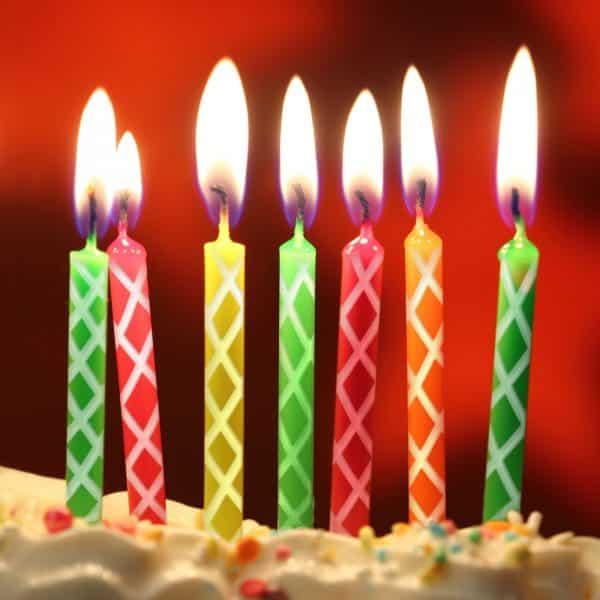 Svečke za torto z nastavkom za sveče - 24 svečk + plastična modra lopatka