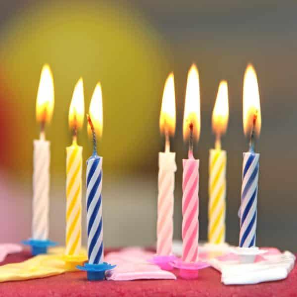 Svečke za torto z nastavkom za sveče - 24 svečk + plastična roza lopatka