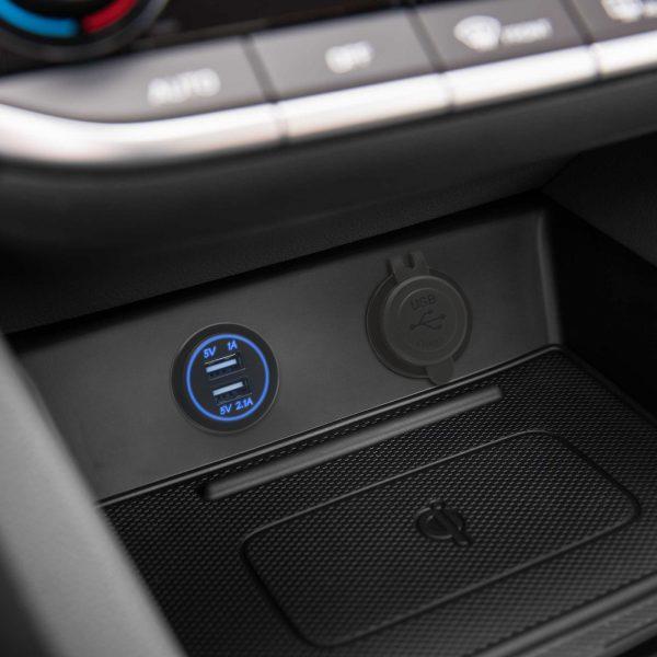 Vgradna USB vtilčnica za zamenjavo avto 12V vtičnice modra