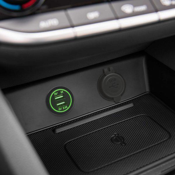 Vgradna USB vtilčnica za zamenjavo avto 12V vtičnice zelena